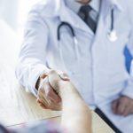 Przyjęcie i zabranie do szpitala psychiatrycznego bez zgody pacjenta w celu przymusowego leczenia