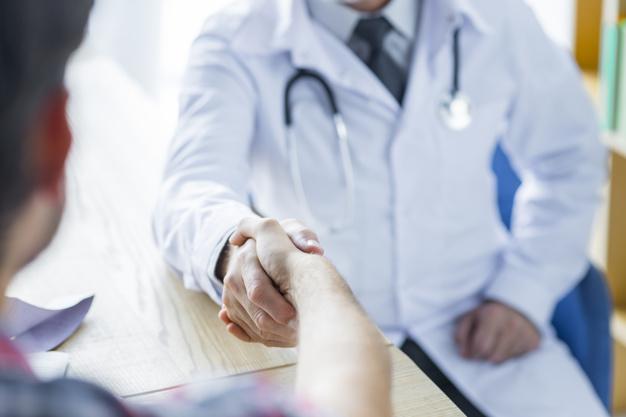 Informowanie pacjenta o leczeniu, operacji czy zabiegu przez lekarza