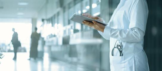 Odszkodowanie za raka nerki, niewydolność i usunięcie nerki, perforację jelita z zakażeniem otrzewnej jako błąd medyczny